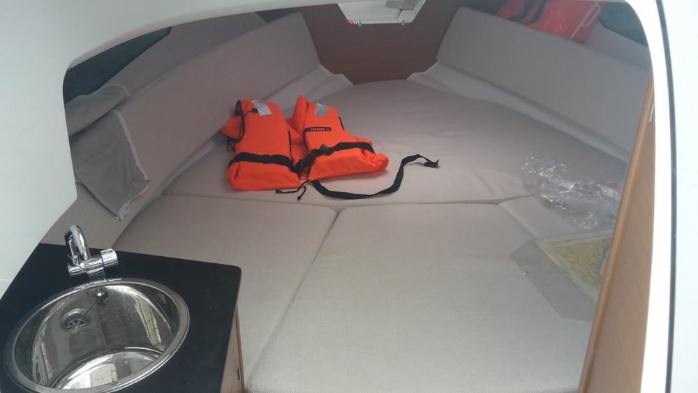 Jeanneau Cap Camarat 7.5 WA Serie 2 entre particuliers et professionnel à Marina Medulin