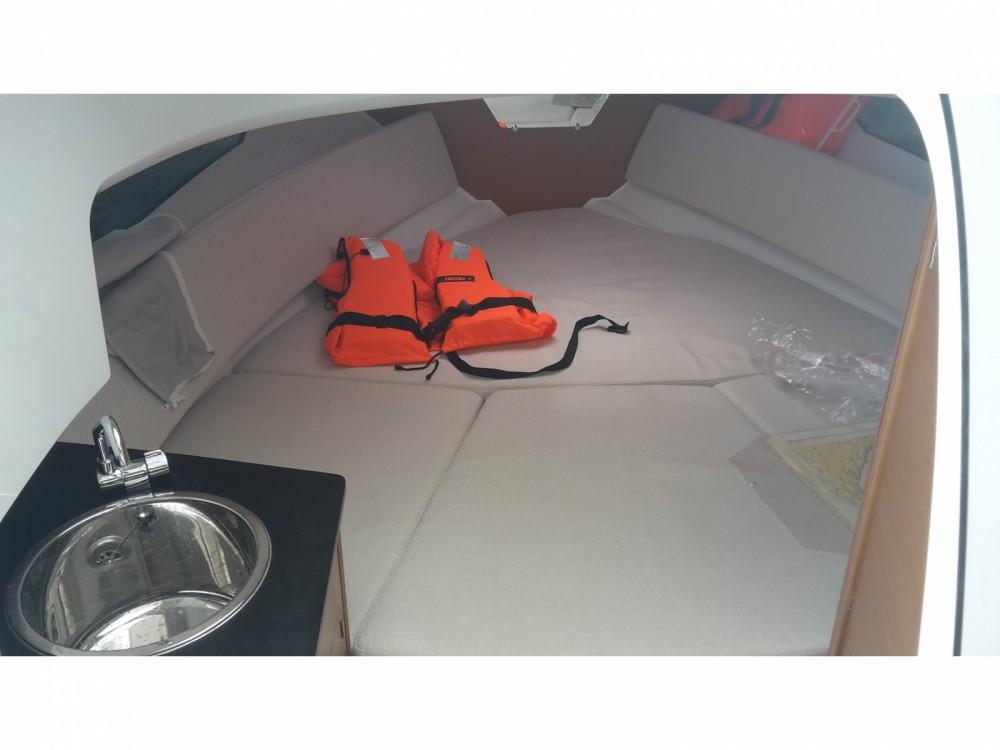 Louez un Jeanneau Cap Camarat 7.5 WA Serie 2 à Marina Medulin