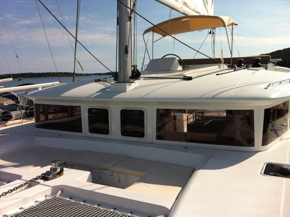 Catamaran à louer à Marina Kaštela au meilleur prix