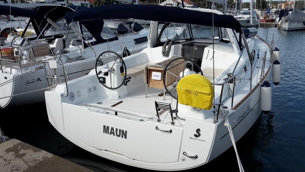 Bénéteau Oceanis 38 entre particuliers et professionnel à Marina Medulin
