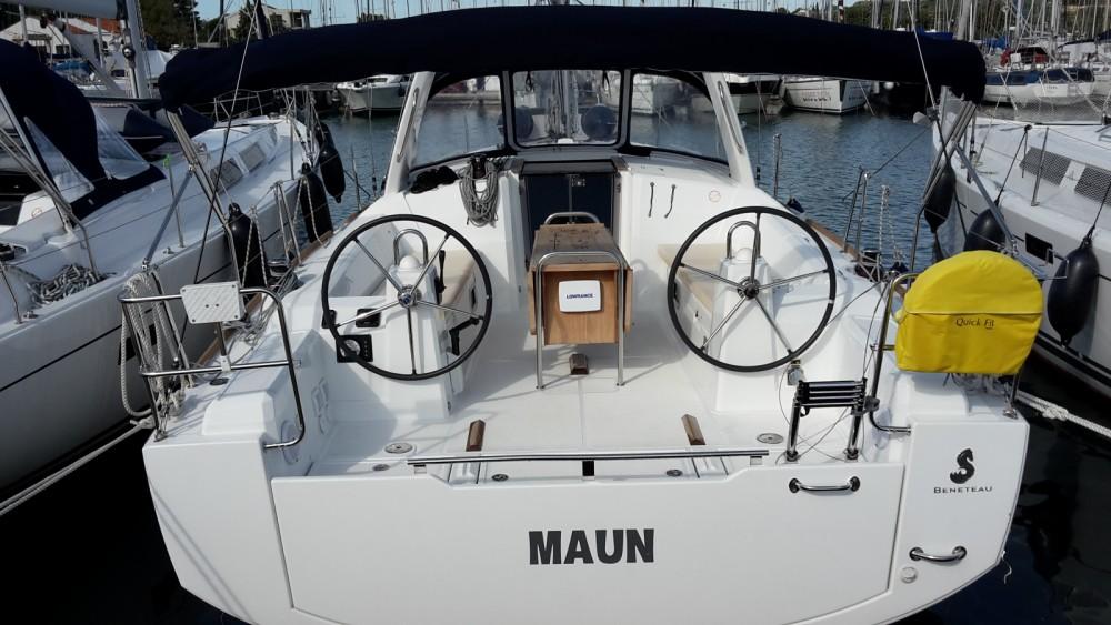 Louez un Bénéteau Oceanis 38 à Marina Medulin