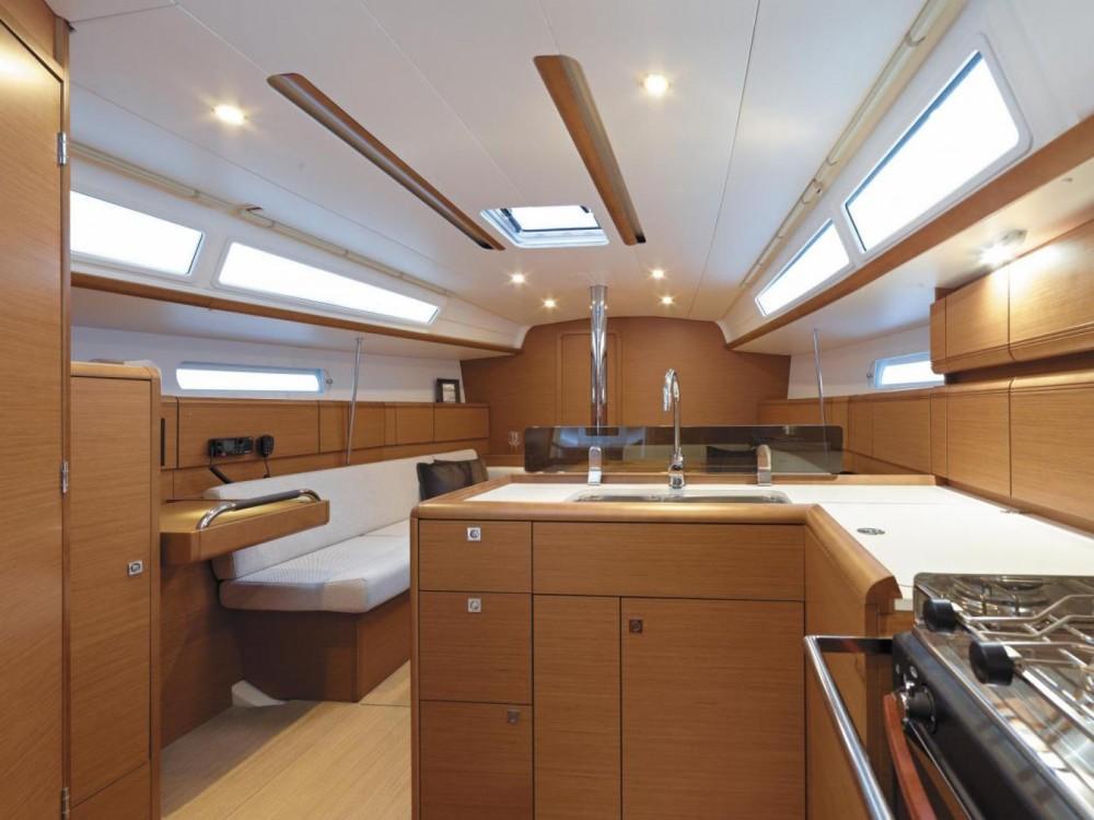 Louez un Jeanneau Sun Odyssey 389 à Morningside marina