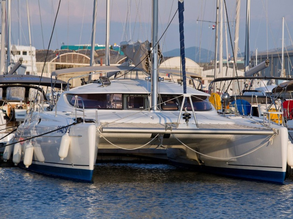 Rent a Fountaine Pajot Athena 38 Krk