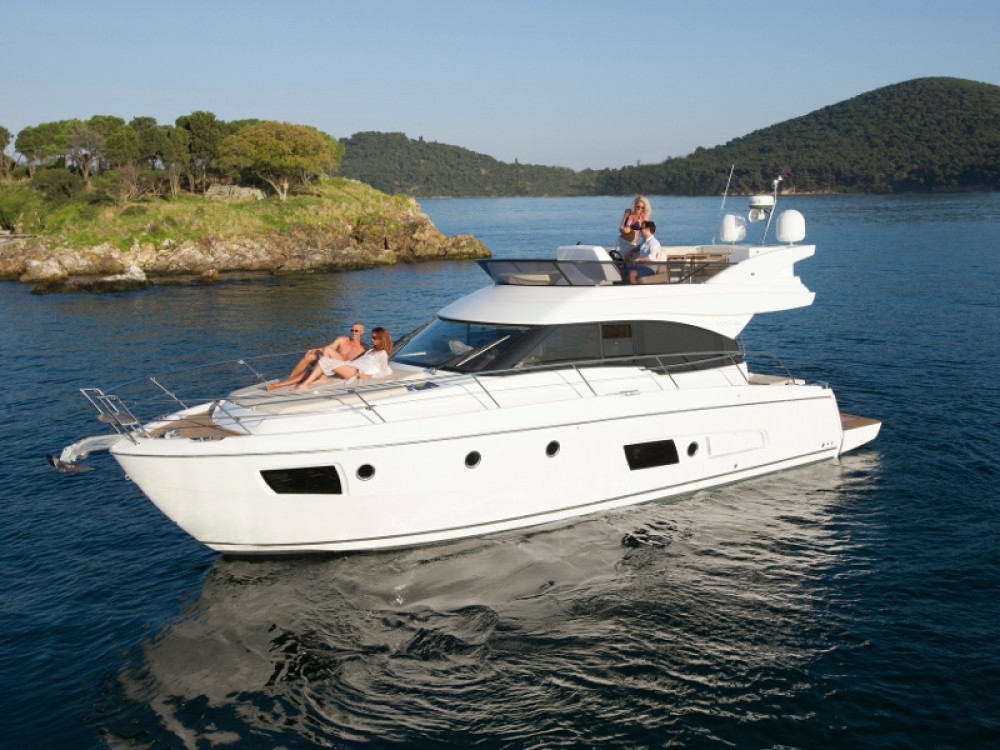 Hire Motor boat with or without skipper Bavaria Alimos Marina