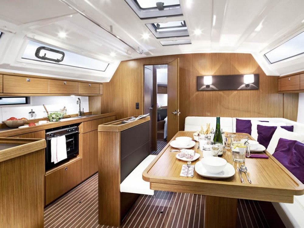 Bavaria Cruiser 46 entre particuliers et professionnel à Marina de Alimos