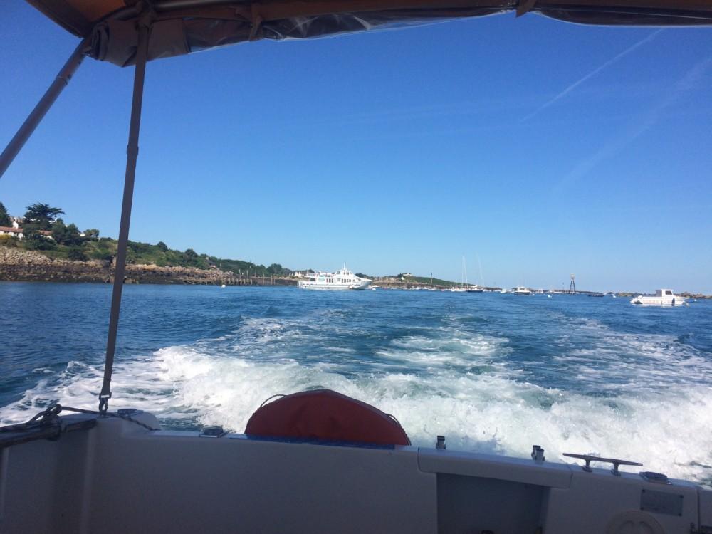 Louer Bateau à moteur avec ou sans skipper Jeanneau à Granville