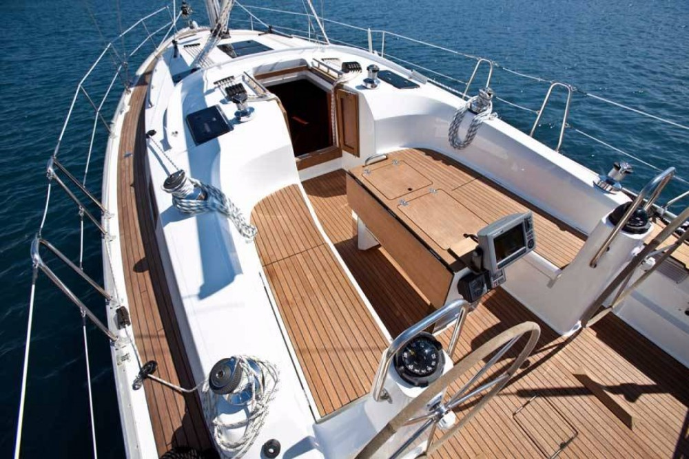 Sailboat for rent Corfú at the best price