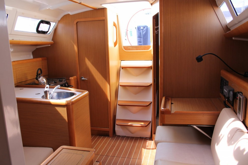 Jeanneau Sun Odyssey 33i between personal and professional Marsala