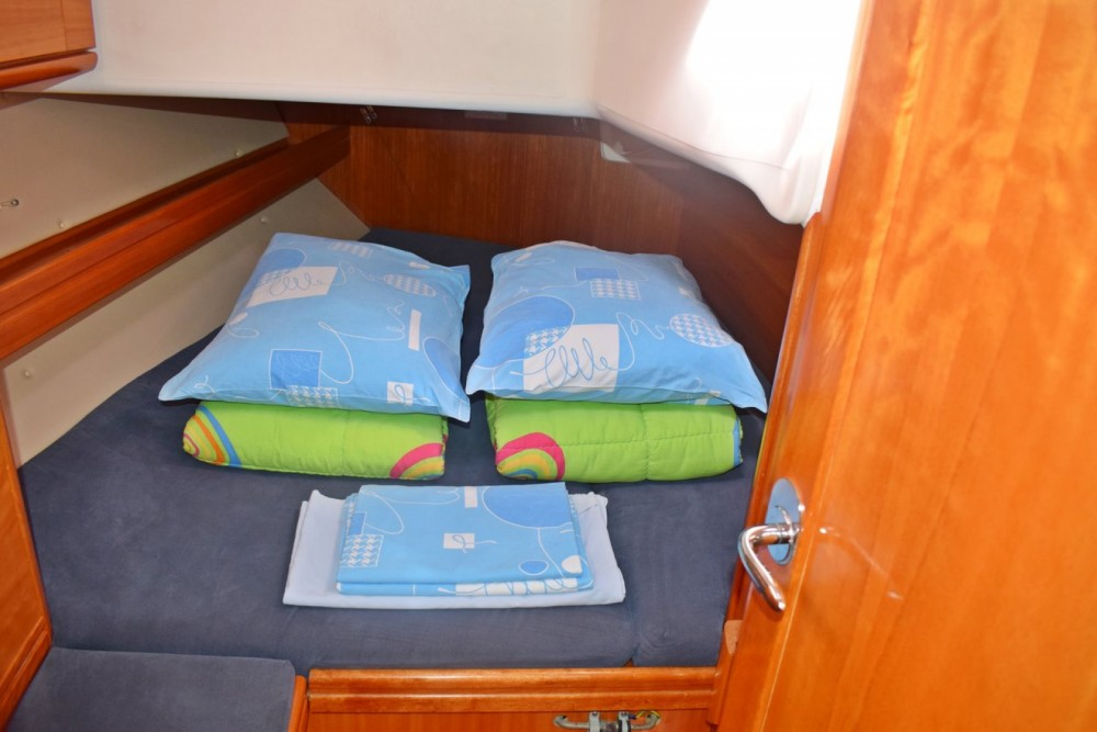Boat rental Croatia cheap Cruiser 39