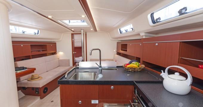 Location bateau Grèce-Centrale pas cher Hanse 385
