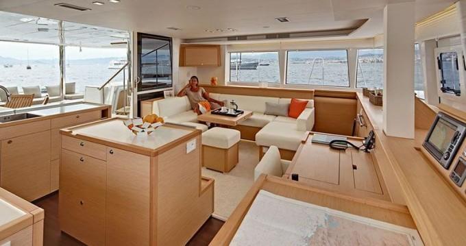 Noleggio Catamararno Lagoon con un permesso di