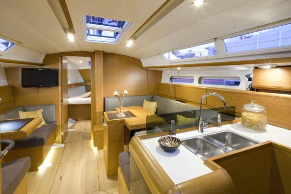 Boat rental Jeanneau Sun Odyssey 409 in Skiathos on Samboat