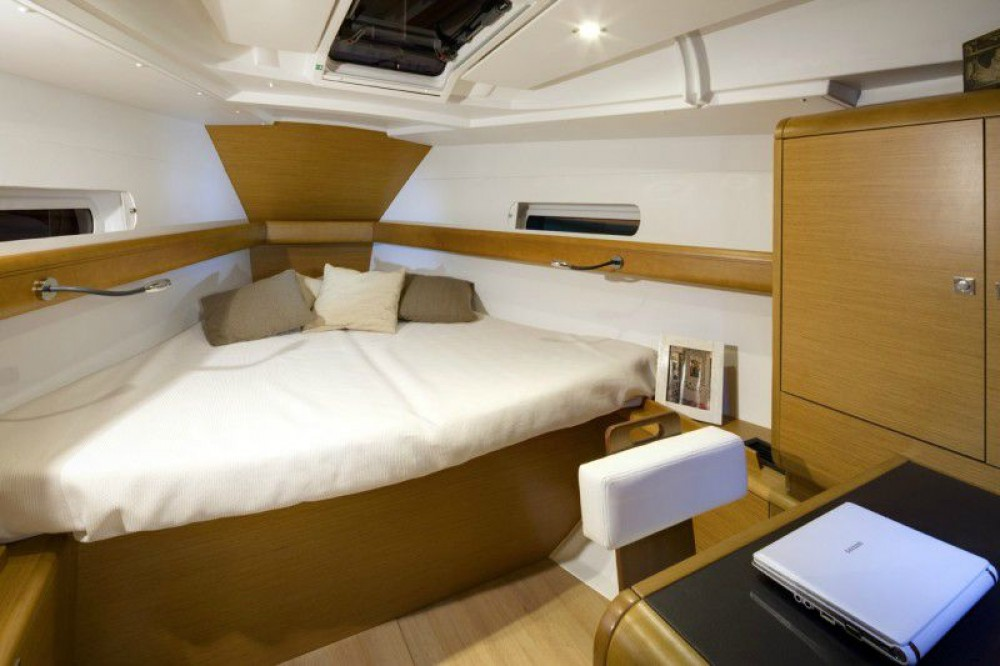 Jeanneau Sun Odyssey 419 between personal and professional Corfou