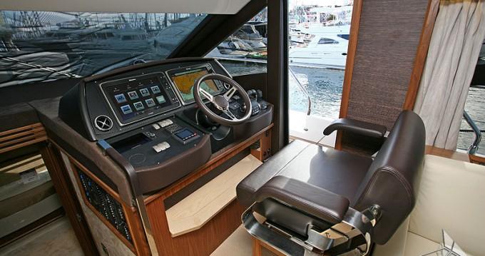 Absolute Yachts Absolute 52 Fly entre particuliers et professionnel à Hyères