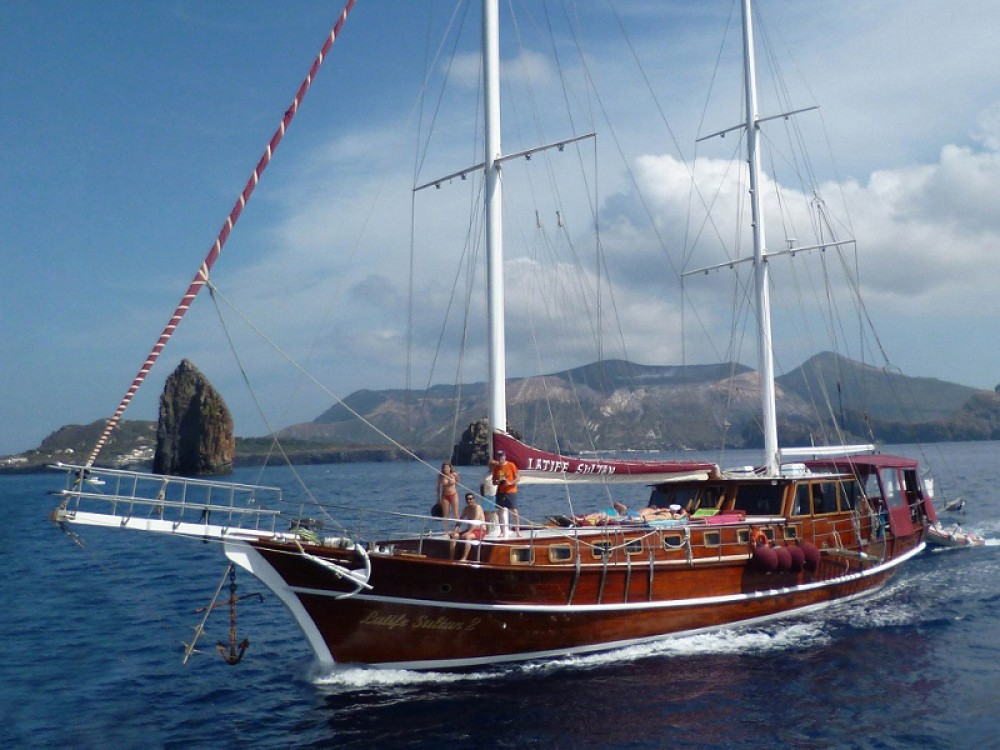 Rental Sailboat in Lipari -  Gulet