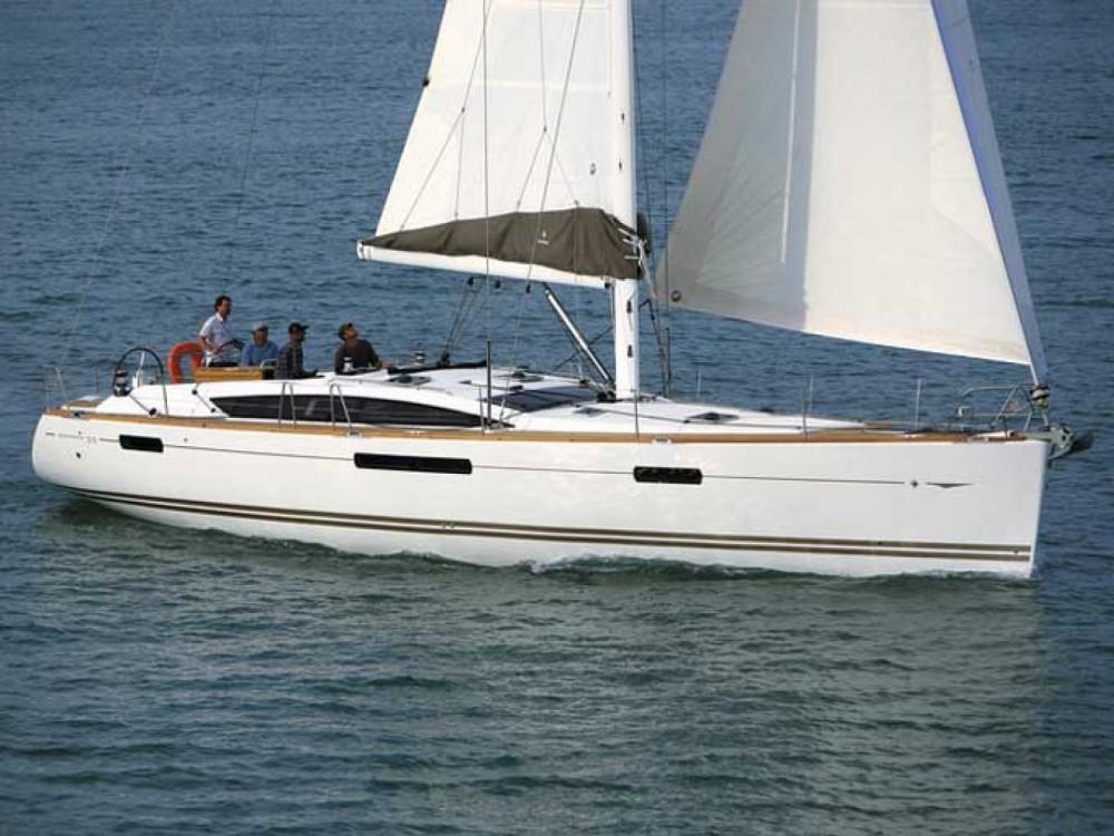 Boat rental Jeanneau Jeanneau 53 in Alimos Marina on Samboat