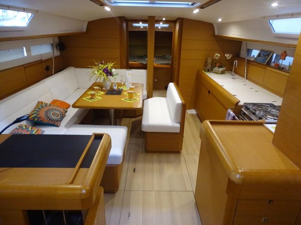 Jeanneau Sun Odyssey 519 entre particuliers et professionnel à Marina