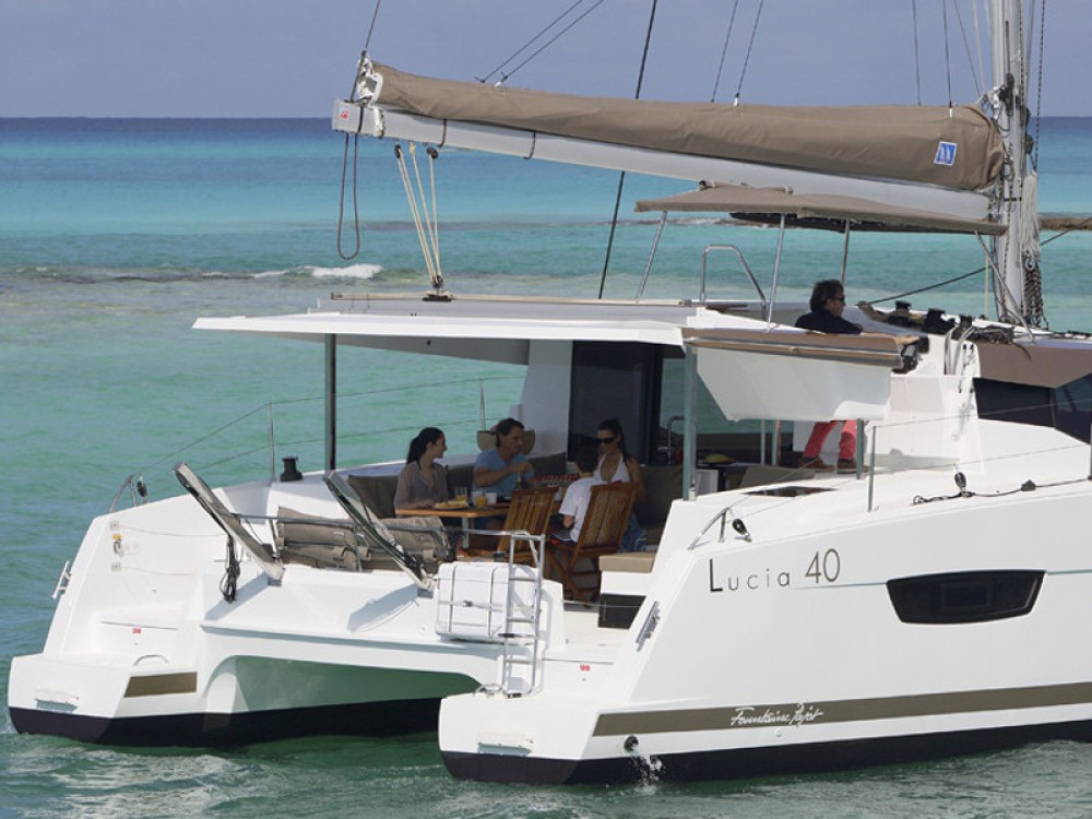 Rental Catamaran in Portimão - Fountaine Pajot Lucia 40