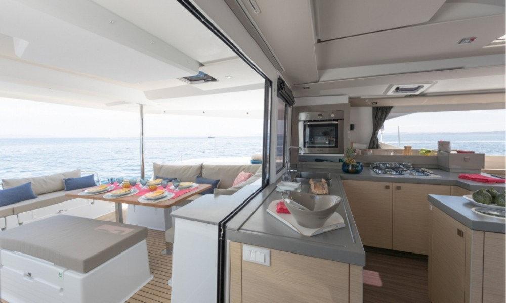 Rental Catamaran in Alimos Marina - Fountaine Pajot Fountaine Pajot Saona 47