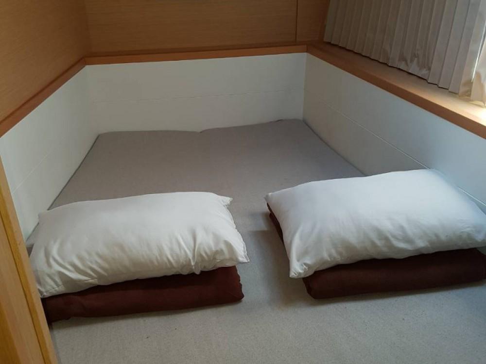 Rental Catamaran in Alimos Marina - Lagoon Lagoon 400Lagoon 400