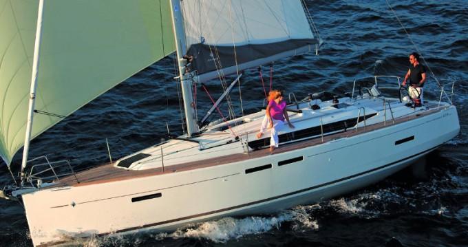 Jeanneau Sun Odyssey 419 entre particuliers et professionnel à Marina Gouvia