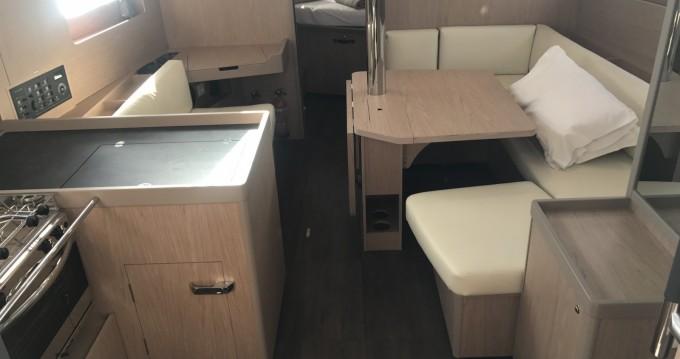 Location yacht à Cala dei Sardi - Bénéteau Oceanis 41.1 sur SamBoat