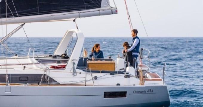 Bénéteau Oceanis 41.1 entre particuliers et professionnel à Cala dei Sardi