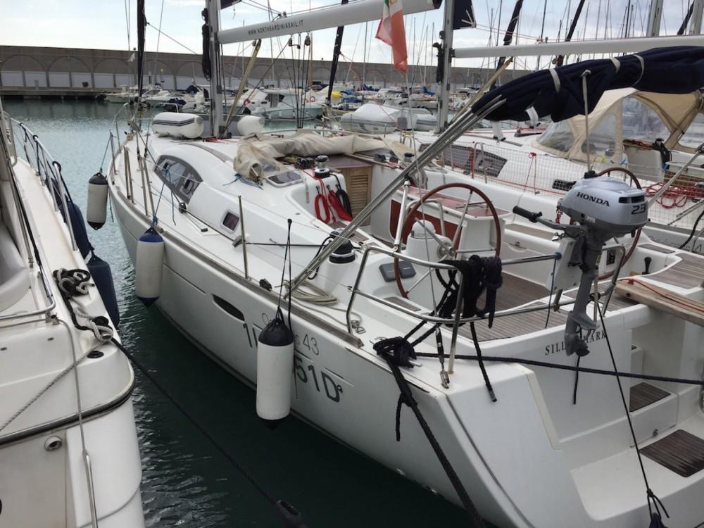 Boat rental Bénéteau Oceanis 43 in Grenada Yacht Club on Samboat