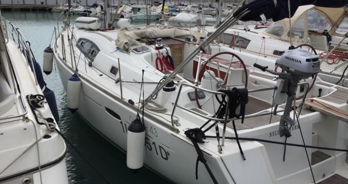 Bénéteau Oceanis 43 entre particuliers et professionnel à Grenada Yacht Club