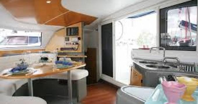 Louer Catamaran avec ou sans skipper Fountaine Pajot à La Flotte