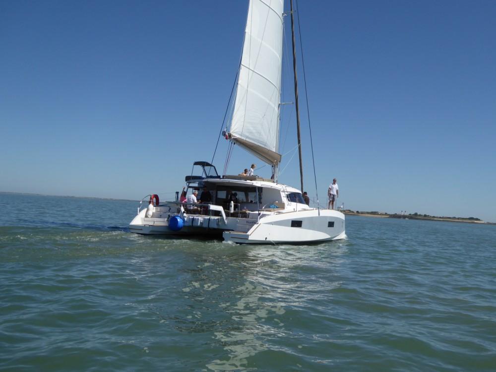 Louer Catamaran avec ou sans skipper Aventura à La Flotte