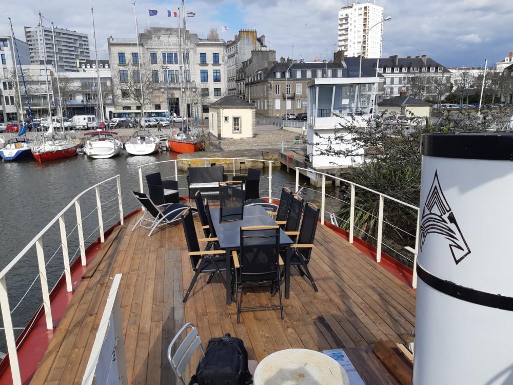 location yacht remorqueur 250 cv arzmael