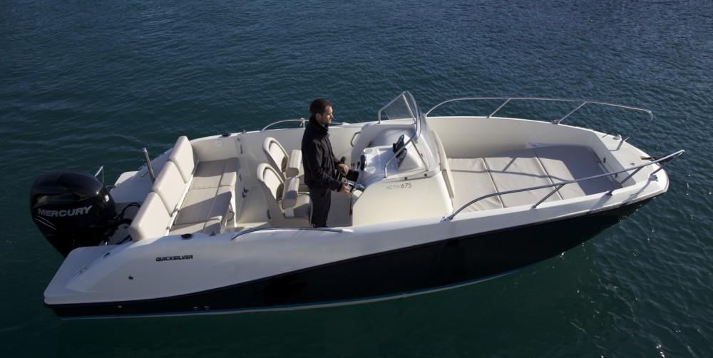 Location bateau Saint-Raphaël pas cher Activ 675 Open