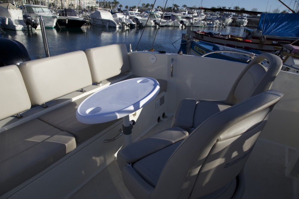 Hire Motor boat with or without skipper Quicksilver Saint-Raphaël
