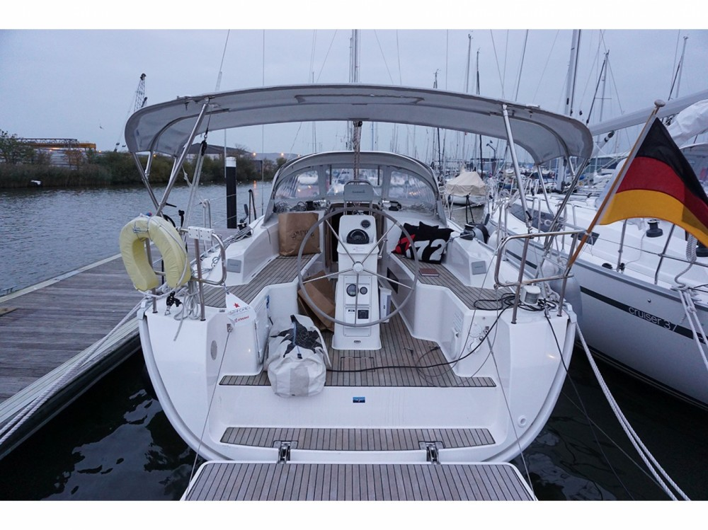 Rental Sailboat in  - Bavaria Bavaria Cruiser 32