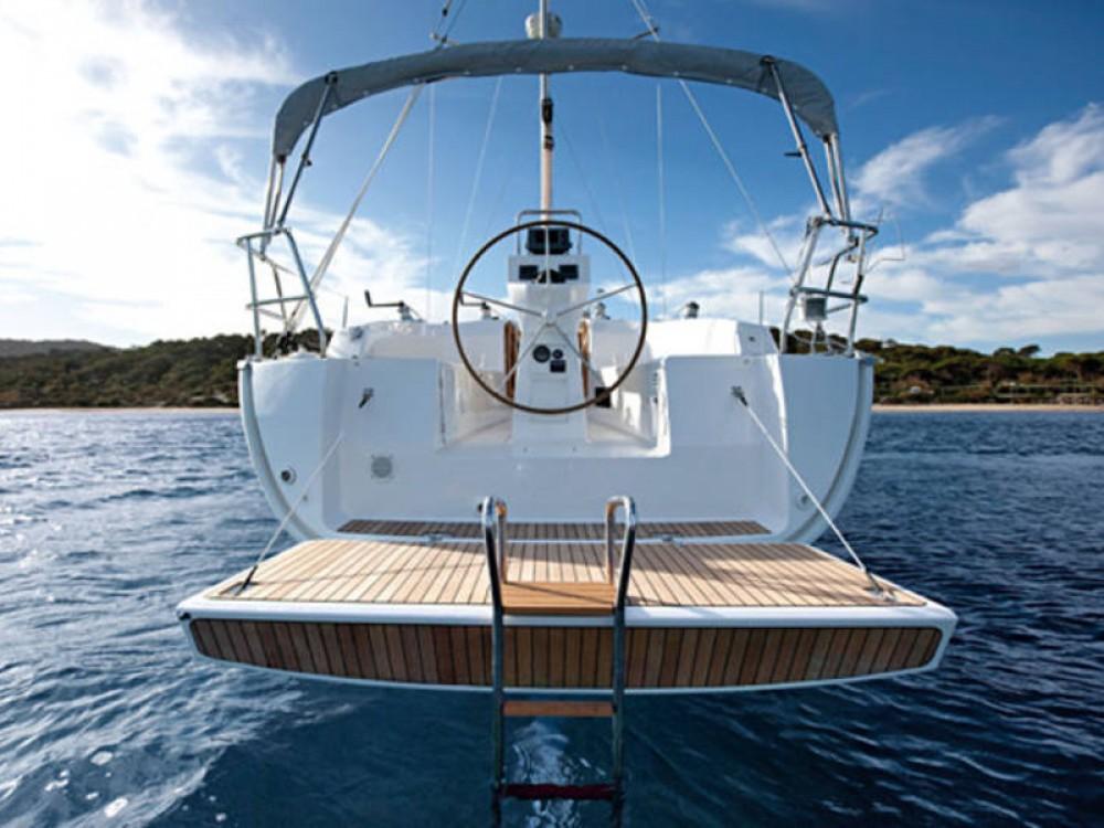Rental yacht De Fryske Marren - Bavaria Bavaria Cruiser 32 on SamBoat