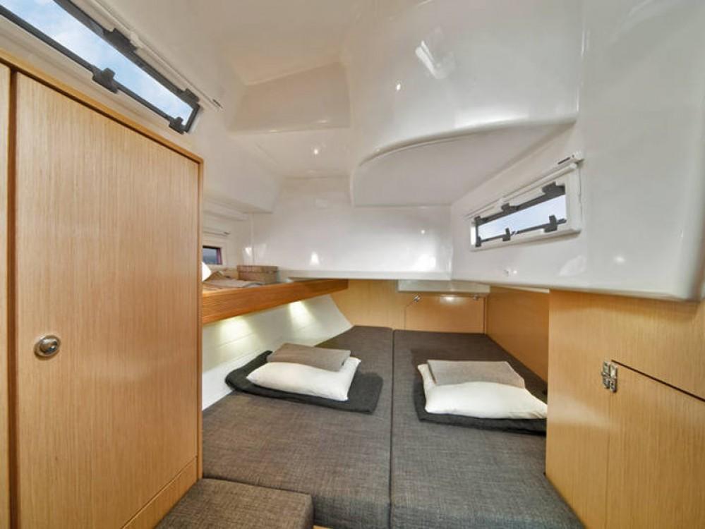 Rent a Bavaria Bavaria Cruiser 40 Marina Naviera Balear