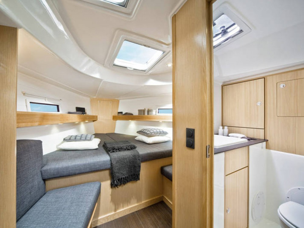 Boat rental Bavaria Bavaria Cruiser 40 in Marina Naviera Balear on Samboat