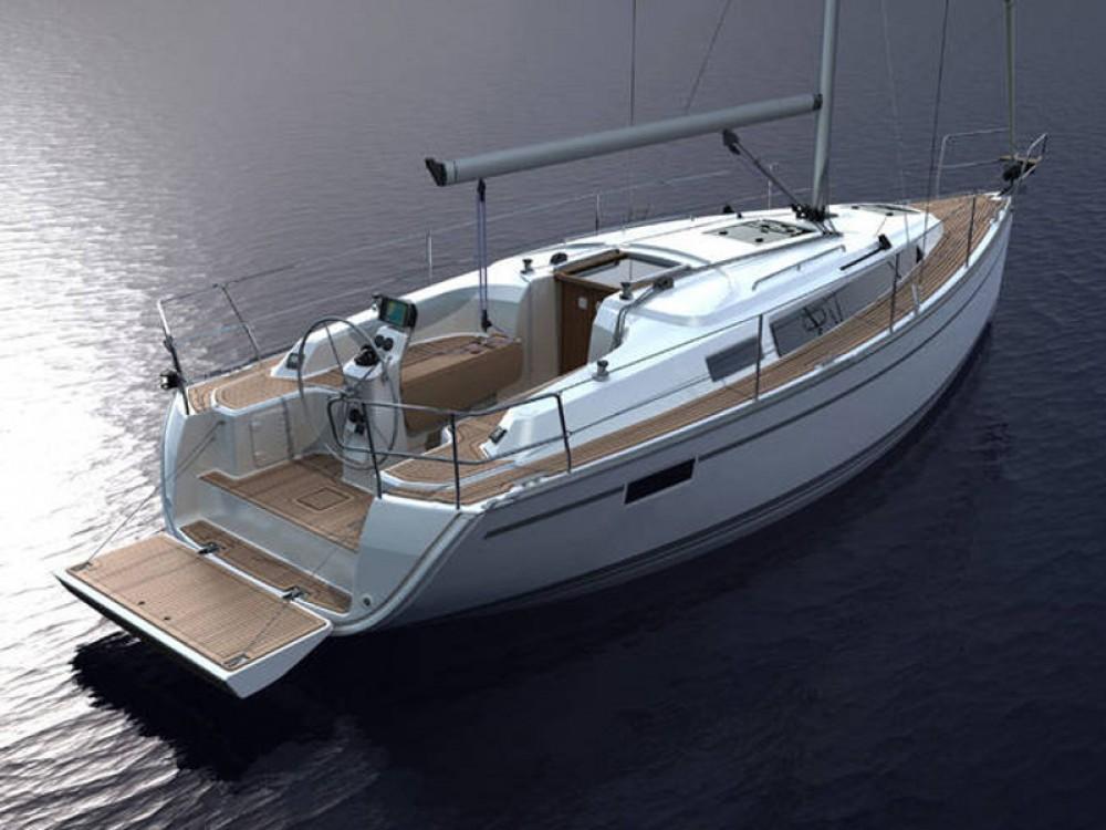 Rent a Bavaria Bavaria Cruiser 33 De Fryske Marren