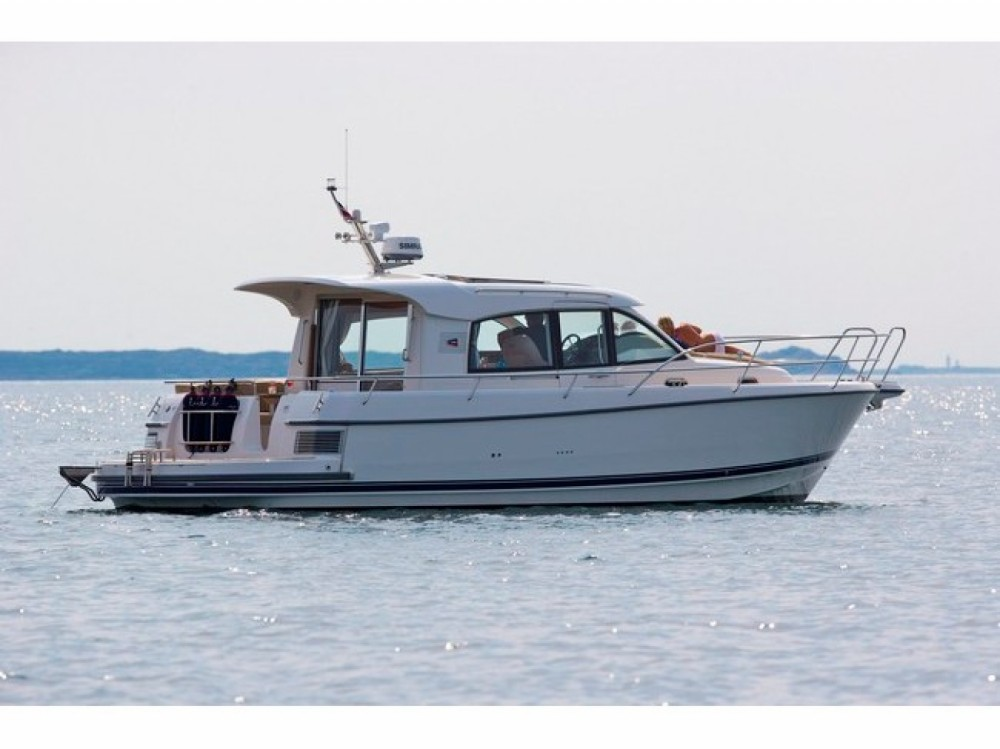 Hire Motor boat with or without skipper Nimbus Marina Pirovac