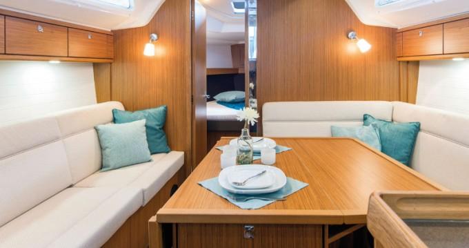 Bavaria Cruiser 37 entre particuliers et professionnel à Marina Baotić