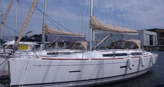 Location bateau San Vincenzo pas cher Dufour 405 Grand Large