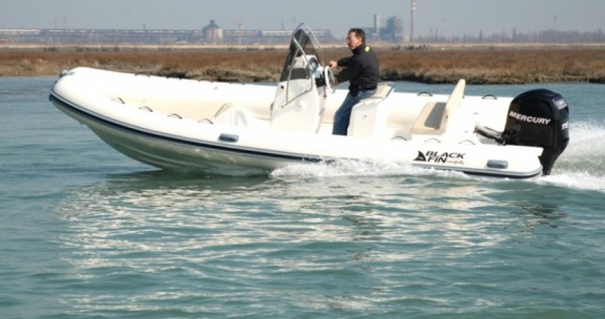 Location bateau Milazzo pas cher Gommone Black Fin -115hp