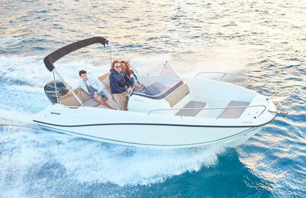 Boat rental Quicksilver Quicksilver 675 Open Activ in Fréjus on Samboat