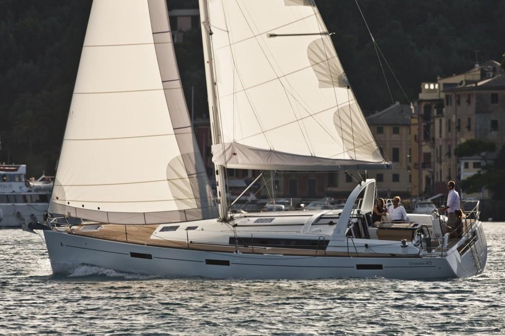 Noleggiare un'Bénéteau Oceanis 45 Marsiglia