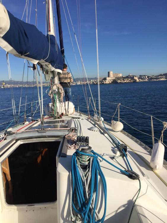 Boat rental Jeanneau Sun Odyssey 33 in Marseille on Samboat