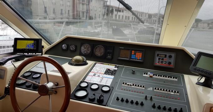 Location Bateau à moteur Azimut avec permis