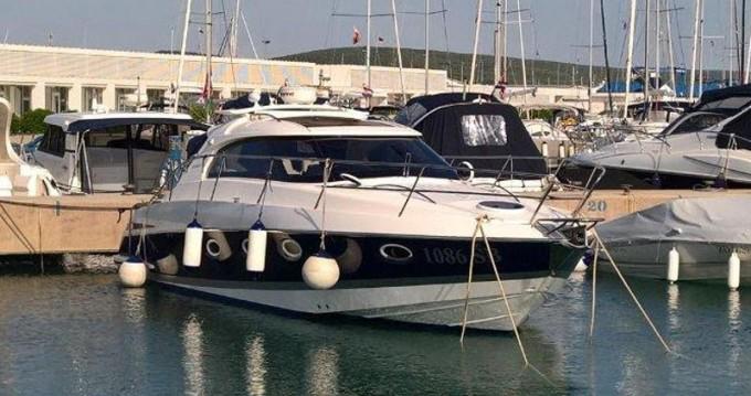 Louez un Elan Elan Power 35 à Marina Pirovac
