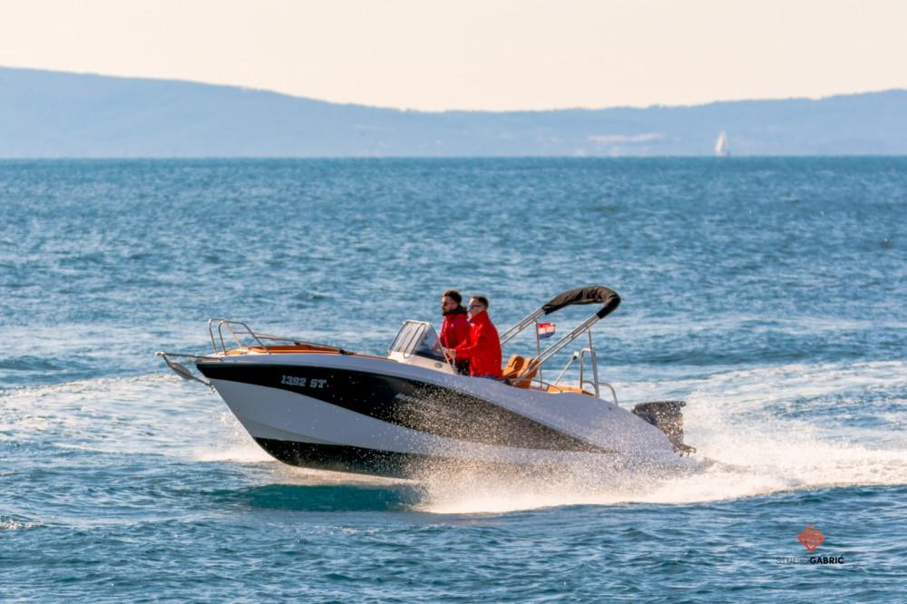 Huur een Okiboats Barracuda 545 Open in Split