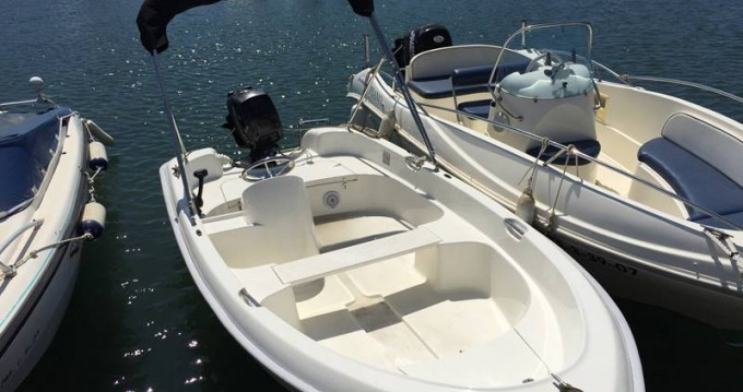 Rental yacht Palma - Quicksilver B410 'Tethys' (without licence) on SamBoat